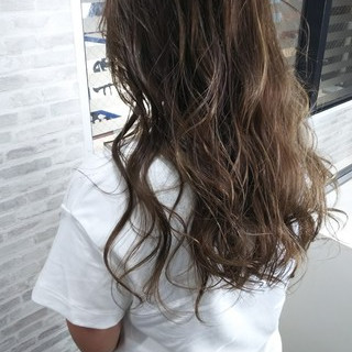 夏 ダブルカラー フェミニン かき上げ前髪 ヘアスタイルや髪型の写真・画像
