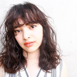 リラックス パーマ 上品 外国人風 ヘアスタイルや髪型の写真・画像