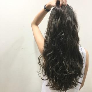 ストリート ロング ハイライト 波ウェーブ ヘアスタイルや髪型の写真・画像 ヘアスタイルや髪型の写真・画像