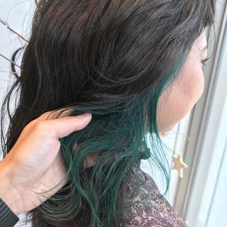 ウェーブ インナーカラー ナチュラル カラーバター ヘアスタイルや髪型の写真・画像