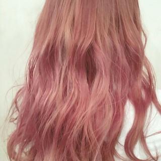 ピンク ロング 外国人風 ハイトーン ヘアスタイルや髪型の写真・画像 ヘアスタイルや髪型の写真・画像
