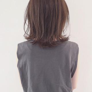 グレージュ ボブ 外国人風カラー 外ハネ ヘアスタイルや髪型の写真・画像