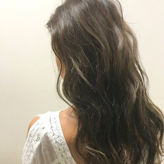 ブラウン ストリート ハイライト 波ウェーブ ヘアスタイルや髪型の写真・画像