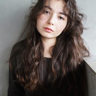 ロング 無造作 暗髪 ナチュラル ヘアスタイルや髪型の写真・画像 ヘアスタイルや髪型の写真・画像