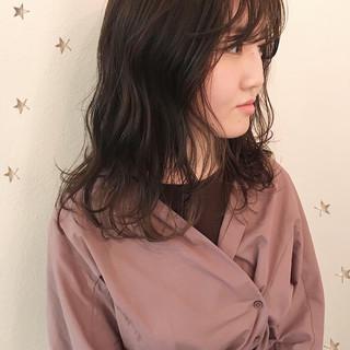 ゆるナチュラル セミロング アンニュイほつれヘア ニュアンスウルフ ヘアスタイルや髪型の写真・画像