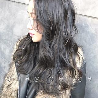 セミロング ネイビーアッシュ グレージュ レイヤースタイル ヘアスタイルや髪型の写真・画像