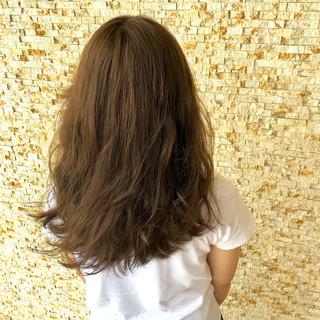 ロング ナチュラル アッシュベージュ ゆるナチュラル ヘアスタイルや髪型の写真・画像