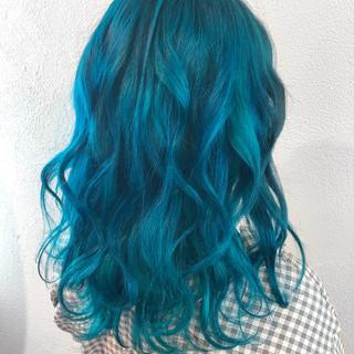 ミディアム ストリート 個性的 エメラルドグリーンカラー ヘアスタイルや髪型の写真・画像