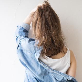 ゆるウェーブ ミディアム アンニュイほつれヘア 外ハネ ヘアスタイルや髪型の写真・画像   山田涼一 / HAIR MAKE Ash 祐天寺