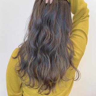 フェミニン ロング ミルクティーグレージュ ヘアスタイルや髪型の写真・画像