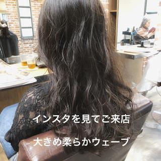 ロング パーマ ゆるふわパーマ ゆるふわ ヘアスタイルや髪型の写真・画像
