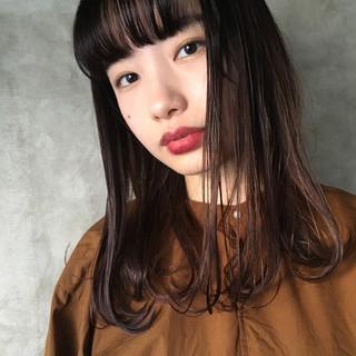 ミディアム ショートバング オン眉 ナチュラル ヘアスタイルや髪型の写真・画像