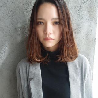 外国人風 オフィス ハイライト ゆるふわ ヘアスタイルや髪型の写真・画像