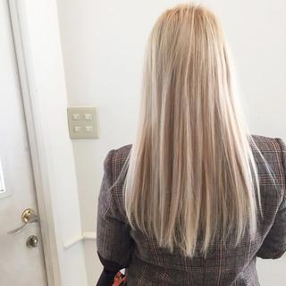 ナチュラル ホワイト ストレート 金髪 ヘアスタイルや髪型の写真・画像