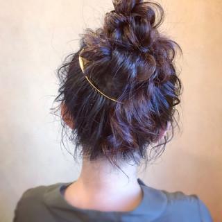ヘアアレンジ お団子ヘア アンニュイほつれヘア お呼ばれ ヘアスタイルや髪型の写真・画像