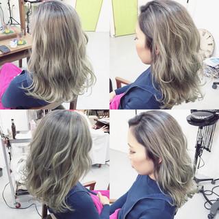 グラデーションカラー ストリート ミディアム ホワイト ヘアスタイルや髪型の写真・画像