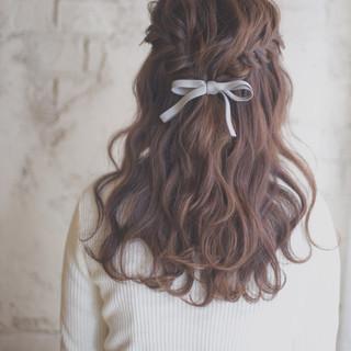結婚式やパーティのお呼ばれには「フラワーネイル」!派手すぎずオシャレなデザインで飾ろう