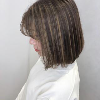 ミニボブ ボブ 切りっぱなしボブ グレージュ ヘアスタイルや髪型の写真・画像