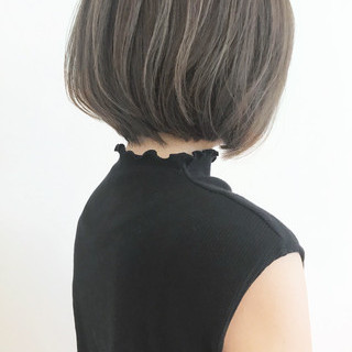 スライシングハイライト ボブ アッシュグレージュ 大人ショート ヘアスタイルや髪型の写真・画像