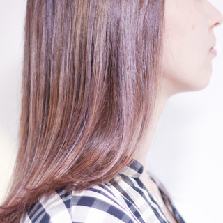 ラベンダーグレージュ バイオレットアッシュ パープルカラー パープルアッシュ ヘアスタイルや髪型の写真・画像