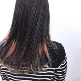 インナーカラー セミロング ハイライト ハイトーン ヘアスタイルや髪型の写真・画像