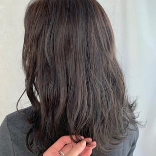 セミロング ショコラブラウン アッシュグレージュ アンニュイほつれヘア ヘアスタイルや髪型の写真・画像