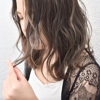 外国人風 ミディアム ハイライト ベージュ ヘアスタイルや髪型の写真・画像
