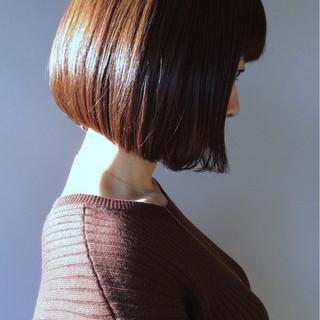 ブラントカット ボブ 似合わせ 小顔 ヘアスタイルや髪型の写真・画像 ヘアスタイルや髪型の写真・画像