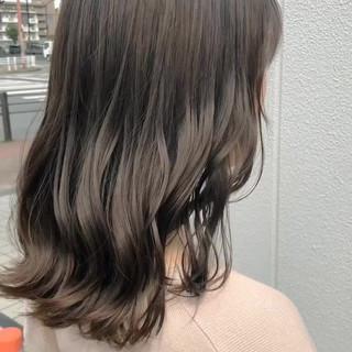 ミディアム ゆるナチュラル ブリーチカラー グレージュ ヘアスタイルや髪型の写真・画像