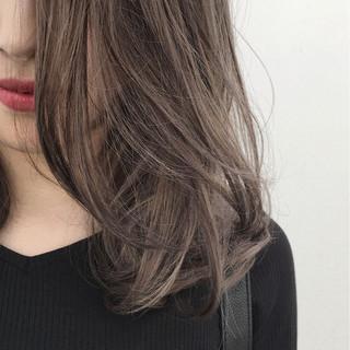 グレージュ 透明感 ハイライト 秋 ヘアスタイルや髪型の写真・画像