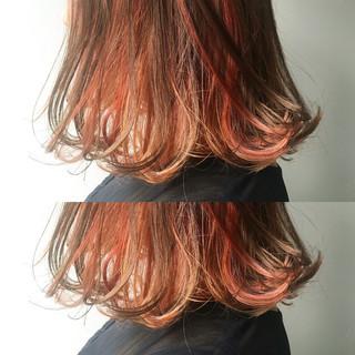 ダブルカラー オレンジ イエロー ミディアム ヘアスタイルや髪型の写真・画像