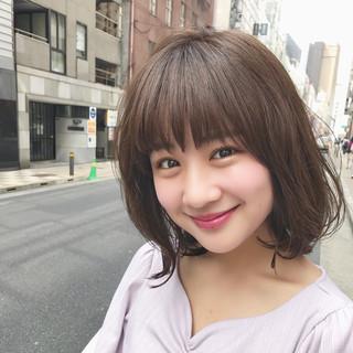 外国人風 デート ミディアム 前髪あり ヘアスタイルや髪型の写真・画像