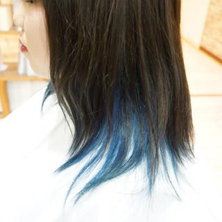 ブルーアッシュ モード インナーブルー ミディアム ヘアスタイルや髪型の写真・画像