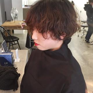小顔ショート ナチュラル 大人ショート ショートパーマ ヘアスタイルや髪型の写真・画像