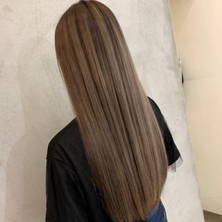 エクステ アッシュベージュ 透明感カラー ロング ヘアスタイルや髪型の写真・画像