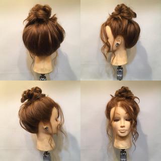 お団子 セミロング メッシーバン フェミニン ヘアスタイルや髪型の写真・画像