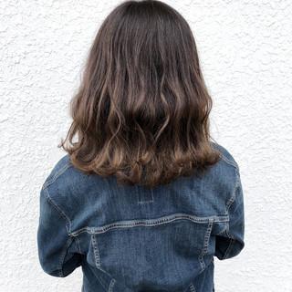 バレイヤージュ ナチュラル 透明感 波ウェーブ ヘアスタイルや髪型の写真・画像