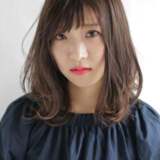 フェミニン デート オフィス パーマ ヘアスタイルや髪型の写真・画像