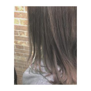 ミディアム アッシュ 春 モーブ ヘアスタイルや髪型の写真・画像
