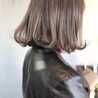 アッシュグレージュ 大人かわいい グレージュ 切りっぱなしボブ ヘアスタイルや髪型の写真・画像