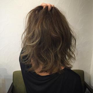 アッシュ グレージュ ストリート バレイヤージュ ヘアスタイルや髪型の写真・画像