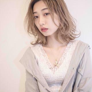 デート フェミニン ミディアム パーマ ヘアスタイルや髪型の写真・画像