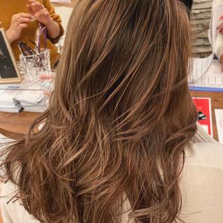アッシュブラウン エレガント ブリーチオンカラー 秋冬スタイル ヘアスタイルや髪型の写真・画像