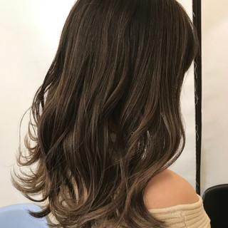 エアータッチ セミロング グラデーションカラー コントラストハイライト ヘアスタイルや髪型の写真・画像