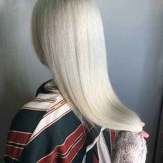 グレージュ ホワイトグレージュ ガーリー インナーカラー ヘアスタイルや髪型の写真・画像
