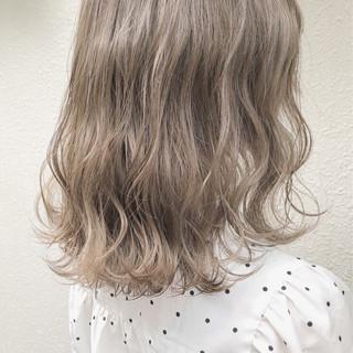 ナチュラル ミディアム グレージュ ミルクティーベージュ ヘアスタイルや髪型の写真・画像