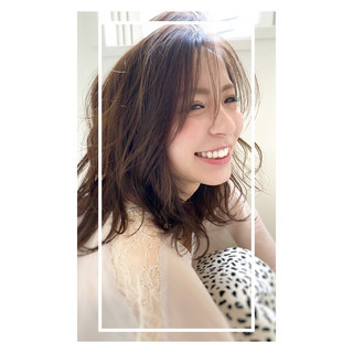 ナチュラル イルミナカラー 前髪パーマ デジタルパーマ ヘアスタイルや髪型の写真・画像
