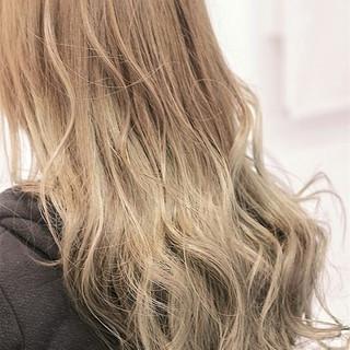ゆるふわ モテ髪 グラデーションカラー 外国人風 ヘアスタイルや髪型の写真・画像