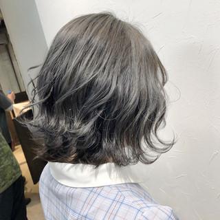 シルバーグレー ベリーショート ボブ モード ヘアスタイルや髪型の写真・画像