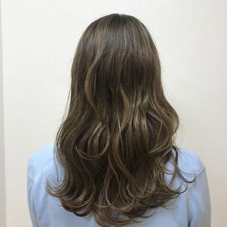 イルミナカラー 外国人風 ハイライト エレガント ヘアスタイルや髪型の写真・画像